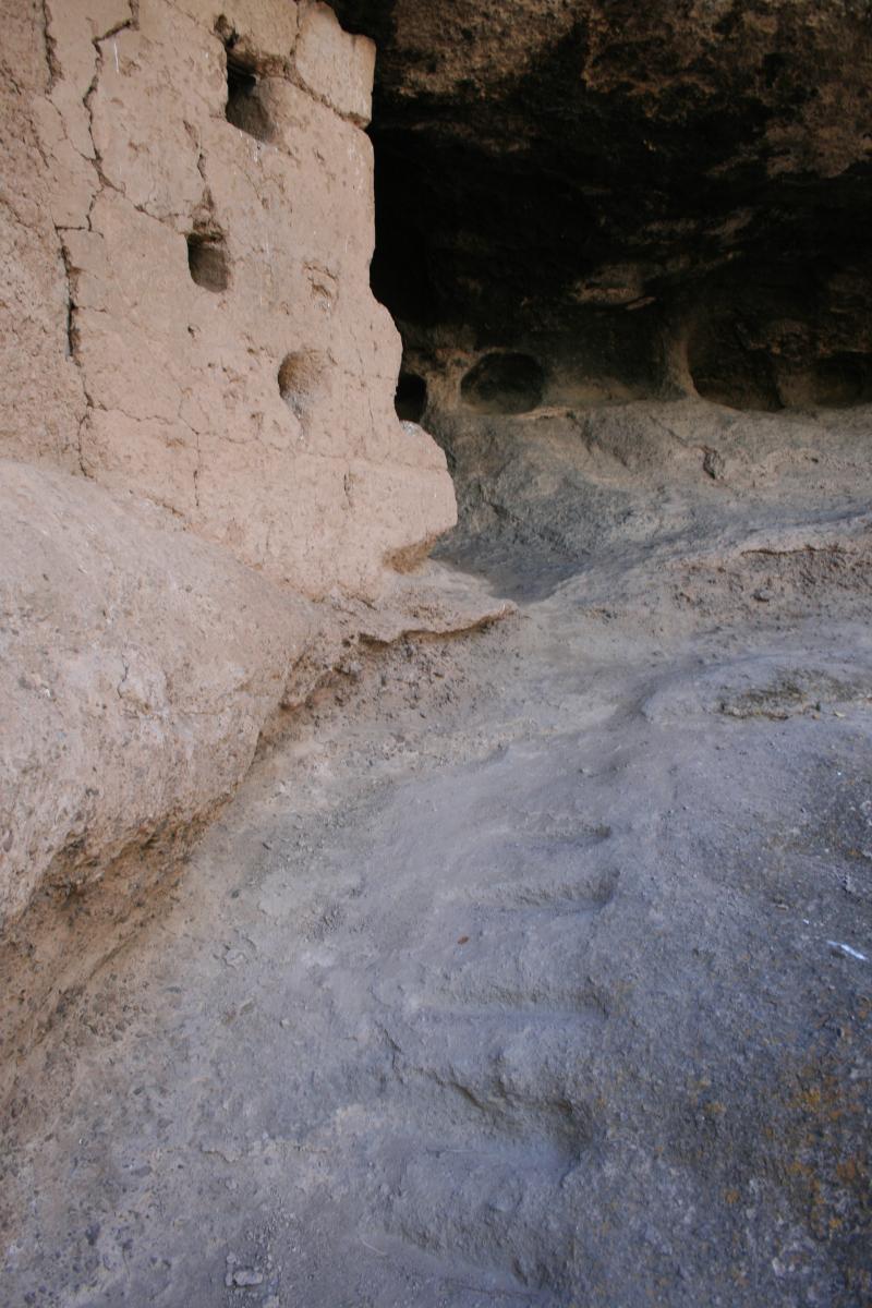 31 - Golondrina far L wall's carved steps